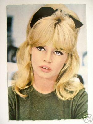 Brigitte Bardot bow!