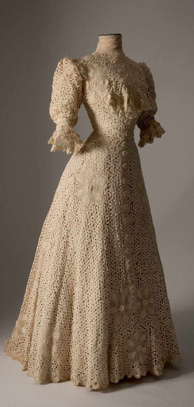 Cream crochet lace dress, c. 1900. Collection of Fashion Museum Bath, via @Fashion_Museum on Twitter.