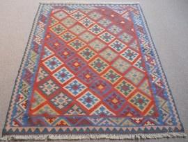 Dit tapijt lijkt mij heel gezellig in je baby kamertje...