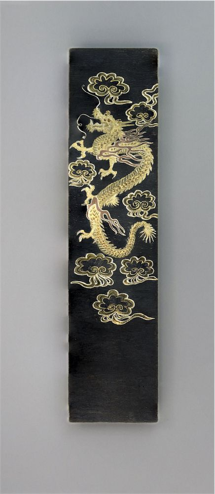 We were inspired by the evocative power of this Meiji period dragon (1868-1912) to create this elaborate bookmark that brings to mind the fascinating iconography of the Far East.