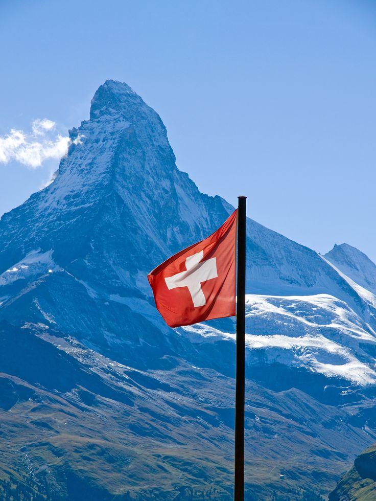 Gespannfahrer in der Schweiz aufgepasst!  Bei falscher Sicherung des Wohnwagens kommt es zu hohen Strafen!   Um das zu vermeiden haben wir die wichtigsten Infos zusammengefasst.
