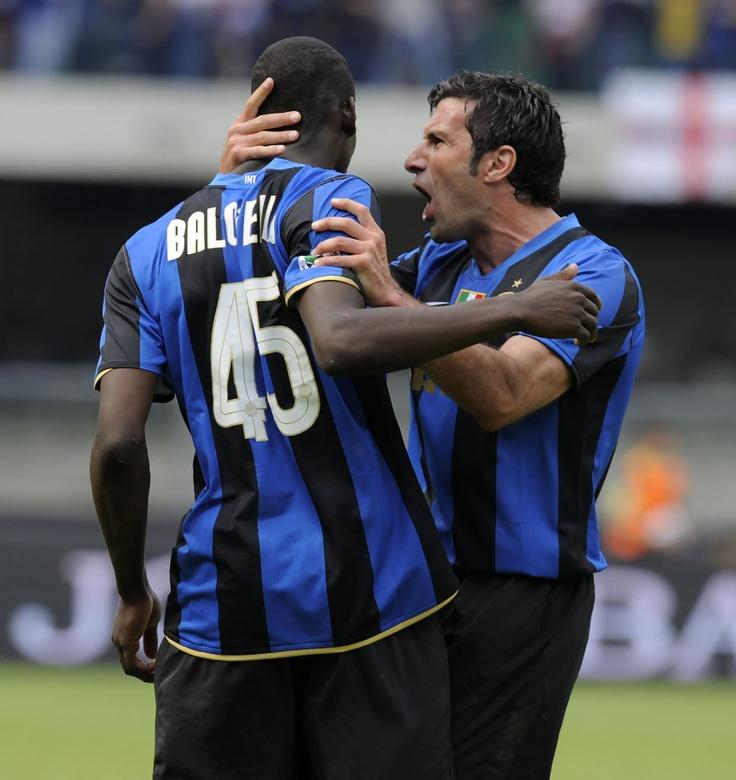 Luis+Figo+AC+Chievo+Verona+v+FC+Inter+Milan+6CYo7uF1mNsx.jpg (966×1024)