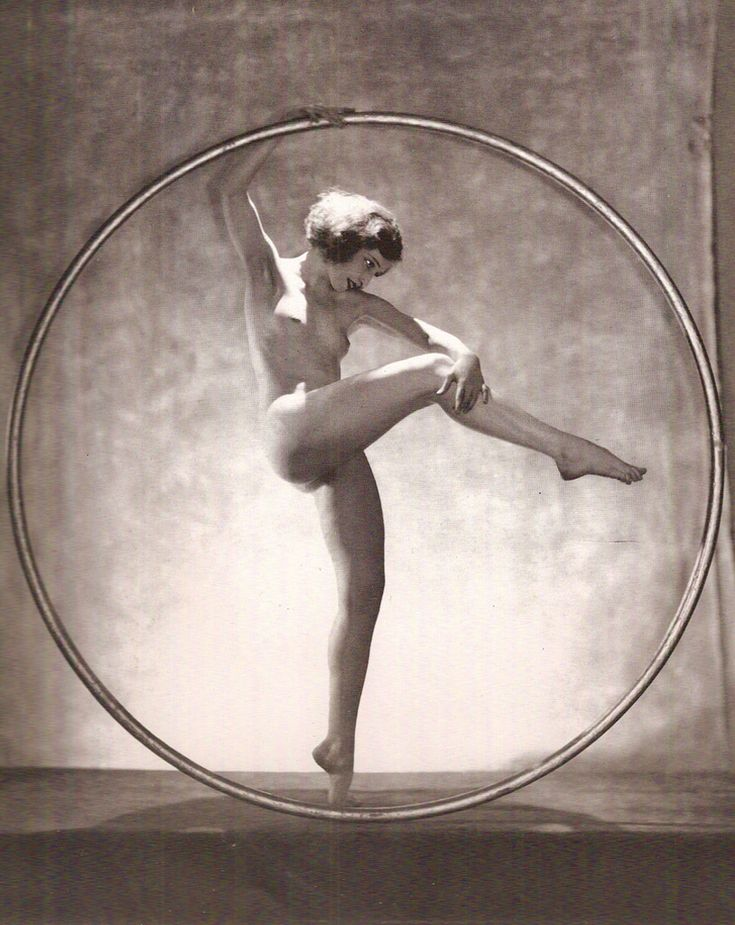"Doris Humphrey in a Hoop Dance"" (1924), Wayne Albee"