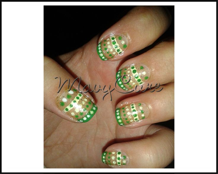 #Manicure Green & white lines & dots