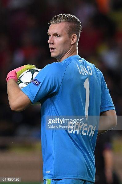 MONACO - SEPTEMBER 27: Bernd Leno of Bayer 04 Leverkusen looks... #leno: MONACO - SEPTEMBER 27: Bernd Leno of Bayer 04 Leverkusen… #leno