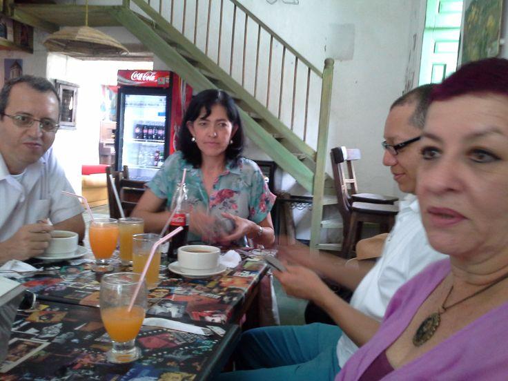Almuerzo con los profesores del programa en la jornada de socialización de los proyectos de investigación.
