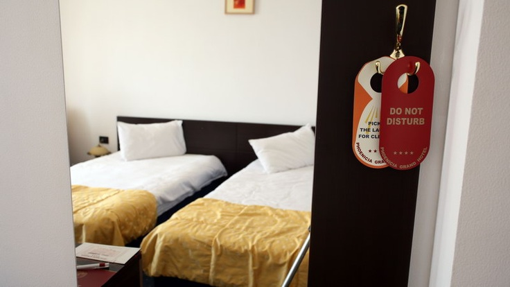 yellow twin beds room