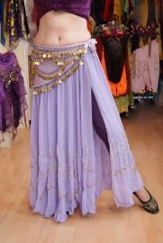 Chiffon buikdans rok LILA / LICHT PAARS, 1 split, onderkant versierd met GOUDEN /  pailletten en borduursel - one size  (Small, M, L, XL) - 1 slit LILAC / SOFT PURPLE chiffon skirt, GOLD sequin and embroidery decorated at the lower segment