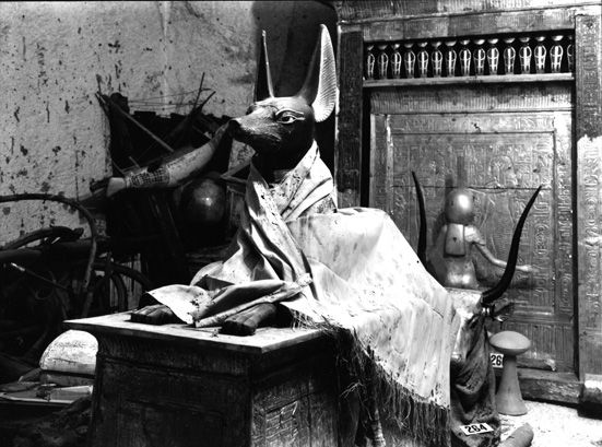 Howard Carter discovers the entrance to the tomb of Tutankhamun, November 1922