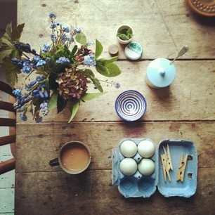 INK361Blue Tuesday, I Colors, Country Breakfast, Tables Sets, Pretty Arrangements, Rustic Tables, Ardently Sparrows, Mornings, Teas Rrif
