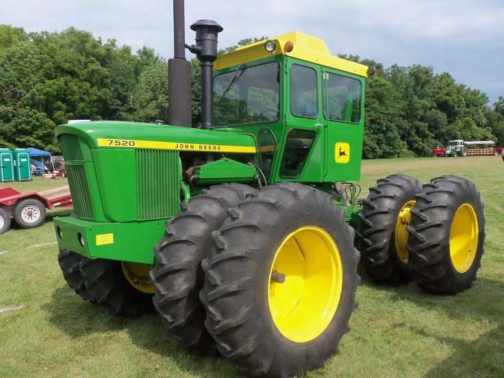 John Deere 7520 Four Wheel Drive