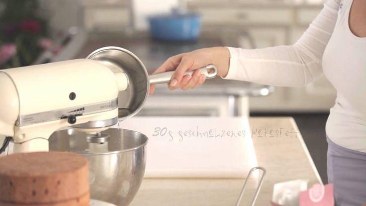 Torten mit Buttercreme und Rollfondant eindecken, das Rezept für die Buttercreme und den Fondant und viele weitere köstliche Rezepte findet ihr auf unserer Webseite www.wiener-zucker.at