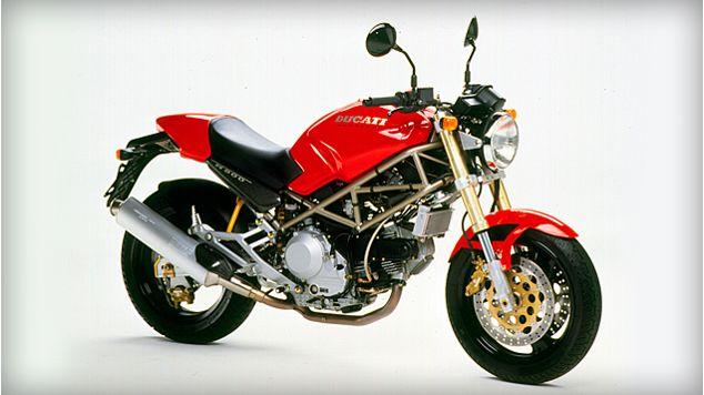 Anni '90 - Nel marzo 1993 inizia la storia di uno dei modelli di maggior successo della Ducati: il Monster.