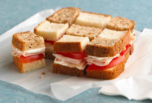 Esta receta es de un delicioso sandwich de pavo para el lunch de tus hijos, pero siempre con un toque de creatividad para divertirlos. Tambien llamado tablero de damas por su combinacion de colores.