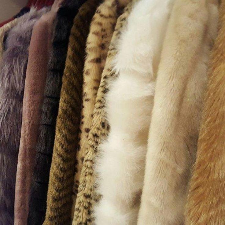 Available Now - Beautiful luxurious vintage faux fur coat😍💖