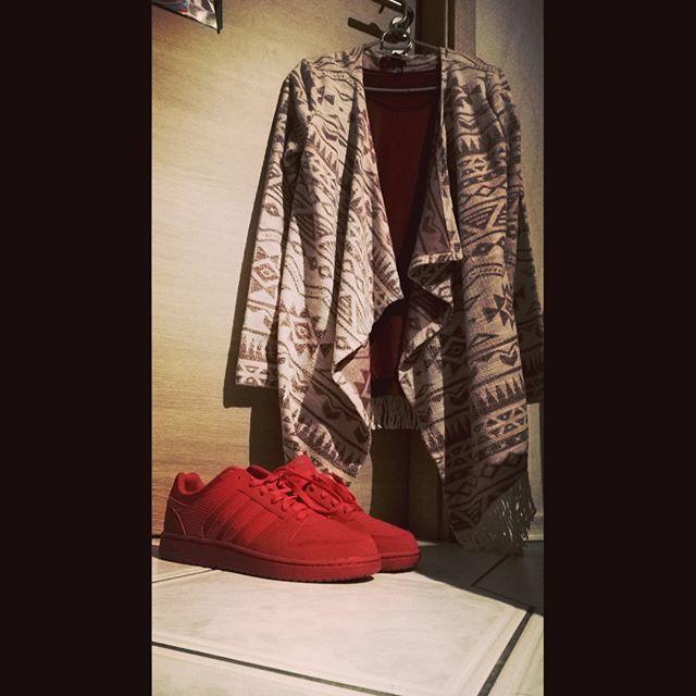 New Outfit!!! Endlich!!!!!!!!!!❤✨ Schuhe (adidas Neo) = Deichmann 49,90€ Sie waren reduziert von 75€ Strickjacke= NewYorker 19,95€ T-shirt =NewYorker 2,95€