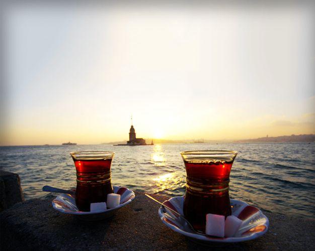 Günaydın :) Sabah çayınızı yudumlarken böyle bir manzara olsa fena mı olurdu? Çok güzel bir gün olsun :) #istanbul #turkey #çay #tea #elanhotelistanbul