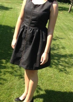 Kup mój przedmiot na #vintedpl http://www.vinted.pl/damska-odziez/sukienki-wieczorowe/10132229-czarna-rozkloszowana-polyskujaca-sukienka-reserved
