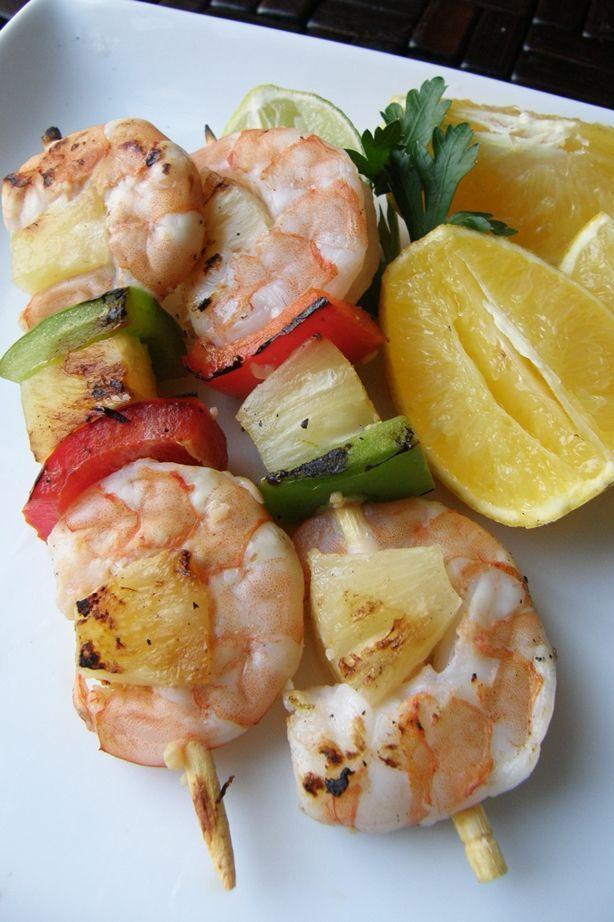 Deliciosas brochetas de camarón con una marinada cítrica de limón, naranja y piña. Muy fáciles de preparar, ricas y con mucho sabor.