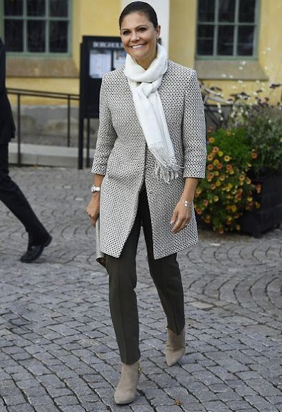 On September 28, 2016, Crown Princess Victoria of Sweden attend the launch of the 20th anniversary celebrations for Öland Harvest Festival (Ölands Skördefest) in Borgholm, Öland. (The festival revives an ancient farmers' tradition of celebrating Michaelmas, marking the end of the growing season, when the harvest was collected and the animals were taken inside for the winter)