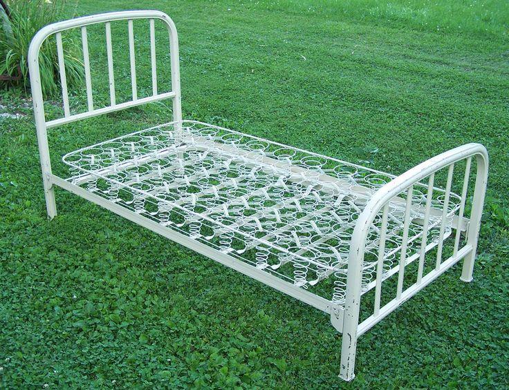 Best 25+ Metal Twin Bed Frame Ideas On Pinterest