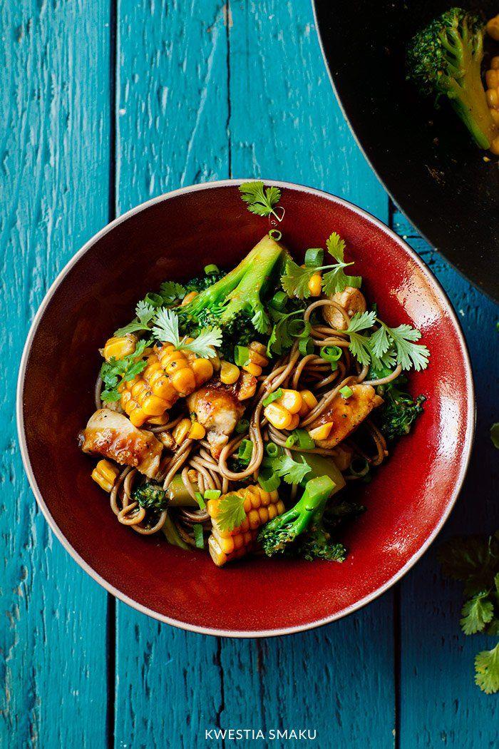 Stir-fry z kurczakiem i brokułami