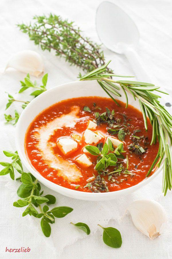 Low Carb Röstpaprika-Suppe mit Feta