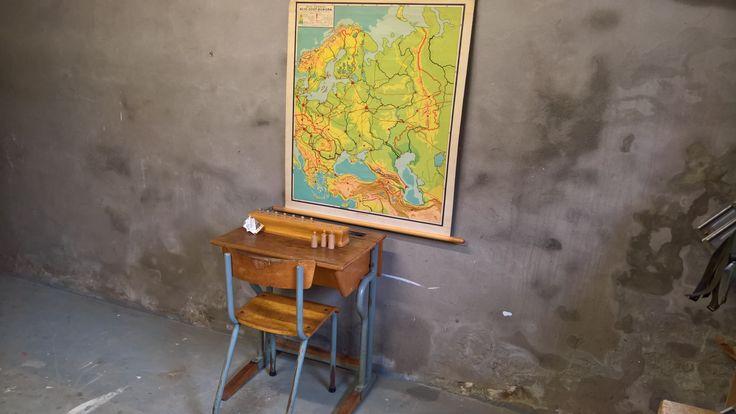 Leuk Vintage setje : bureau & stoel voor op de kinderkamer. www.als-nieuw.com
