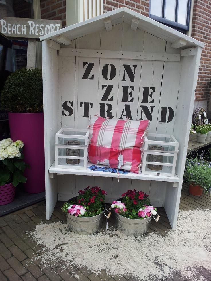 Zon, Zee, Strand ...... Strandhuisje Wit