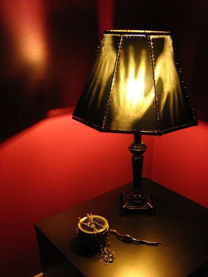 A bedside lamp, made with old radiographies, by Surgery Design: Halloweenxray Lampshades, Originals Colors, Creepy Lamps, Halloween X Ray Lampshades, Xray Hands, Hands Lamps, Halloween Lamps, Black Lamps, Halloween Ideas
