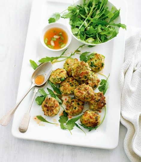 Thai-prawn-cakes-with-dipping-sauce-and-rocket-salad