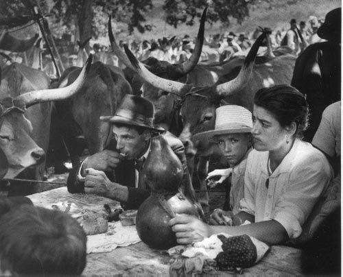 Jean Dieuzaide  //  Repas de Saint-Jean, Braga, Portugal. 1954. Learn Fine Art Photography - https://www.udemy.com/fine-art-photography/?couponCode=Pinterest22