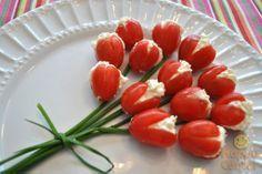 Make cherry tomatoes look like tulips! #tomatotulip