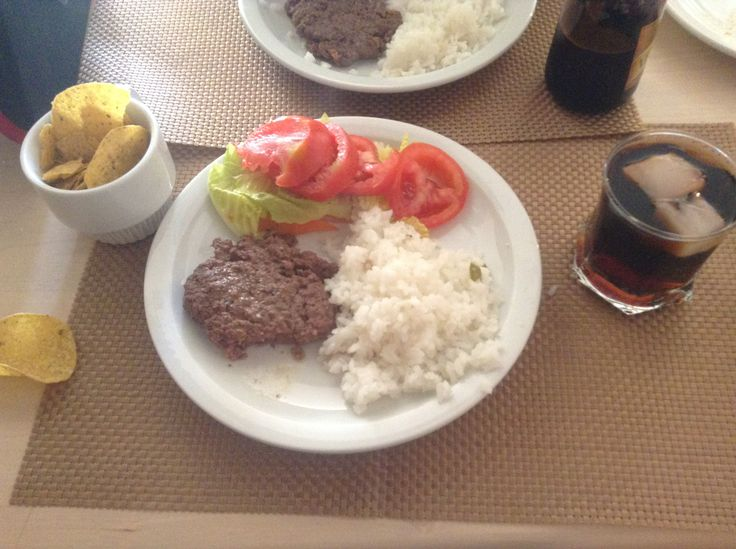 Green salad, white rice, homemade hamburger meat, totopos and light coke :D!