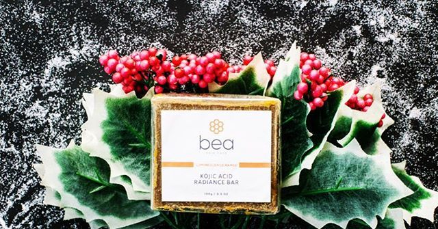 🎄Day eight of our 12 Days of Christmas savings! You can save 20% on our Kojic Acid Radiance Bar, treating hyperpigmentation and acne, while gently exfoliating your skin🎄  slaytheflatlay,exfoliate,greenbeauty,skincare,nomakeup,skincareroutine,beautyproducts,acne,bbloggers,dailybeauty,bloggers,skinbrightening,skin,beautytips,london,beautygram,beautyheroes,beautyhacks,cosmeceuticals,beautycare,kojicacid,flatlay,facialcare,skinhealth,beautyaddict,skintreatment,instabeauty,christmas,beauty
