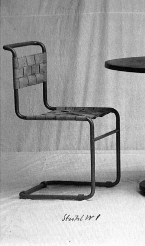 Date: 08-05-2016 Note: Beautiful carbon gray modern chair. If this chair is looked up close, it is seen that it has thick cords made of an elastic fabric and that are intersected between each other creating a different style with a trim.