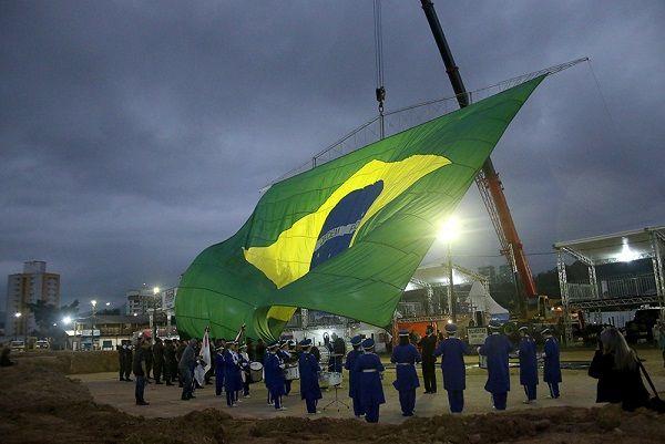 Fenajeep de portas abertas para a América Latina Abertura da XXIV Fenajeep marca início da Festa, que recebe amantes do mundo off-road até domingo, 18, em Brusque   Já passava das 17h30 da tarde de quarta-feira, 14 de junho, quando no alto do céu a imponente e bela bandeira do Brasil pairava no ar […]
