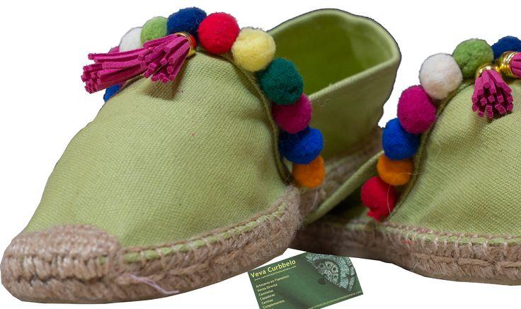 Alpargatas decoradas con piedras - Pompones para zapatillas ...