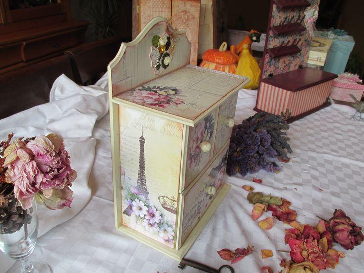 decorada detalles metálicos, flores,piedras papeles americanos