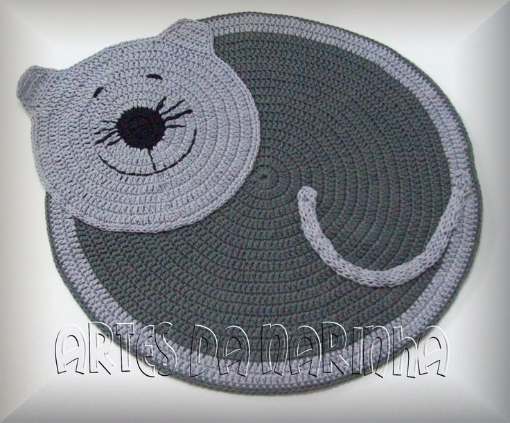 Artes da Narinha.  There is no pattern for this, but if you know how to crochet in a circle, this is not at all difficult.