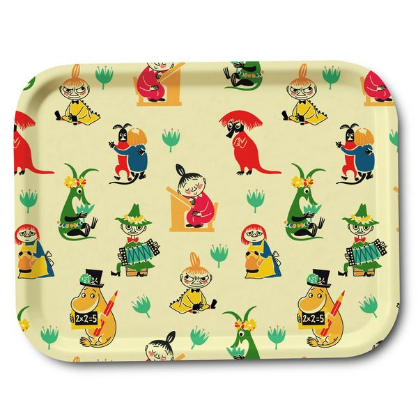 Wonderful creamcolored tray featuring beloved characters from Moominvalley in different colors. Handmade and with illustrations by Tove Jansson. High quality wood, made in Sweden. Suitable for the dishwasher. Add something beautiful to your dinner table! Size 27x20 cm.