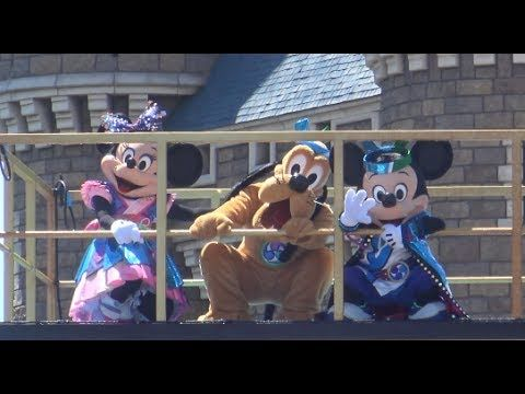 This video is Tokyo Disneyland Japanese style summer festival show, Disney Sansui summer beat! You can see Mickey and his friends with  a lot of water! So funny show!  Thanks for your coming! Please subscribe to this channel!    東京ディズニーランドの夏祭りのショー、燦水(さんすい)!サマービートをシンデレラ城前から鑑賞したときの様子です。  今回からシンデレラ城前を含めてすべてが立ち見での鑑賞になっていました。 フロートも過去の夏祭りではシンデレラ城前に4台のフロートが集結するシーンがありましたが、今回からは4台が揃うことはなく、最大でも2台のフロートになっています。 その分各フロートがパレードルートを走行、停止する時間が長くなり、鑑賞するゲストも分散しています。…
