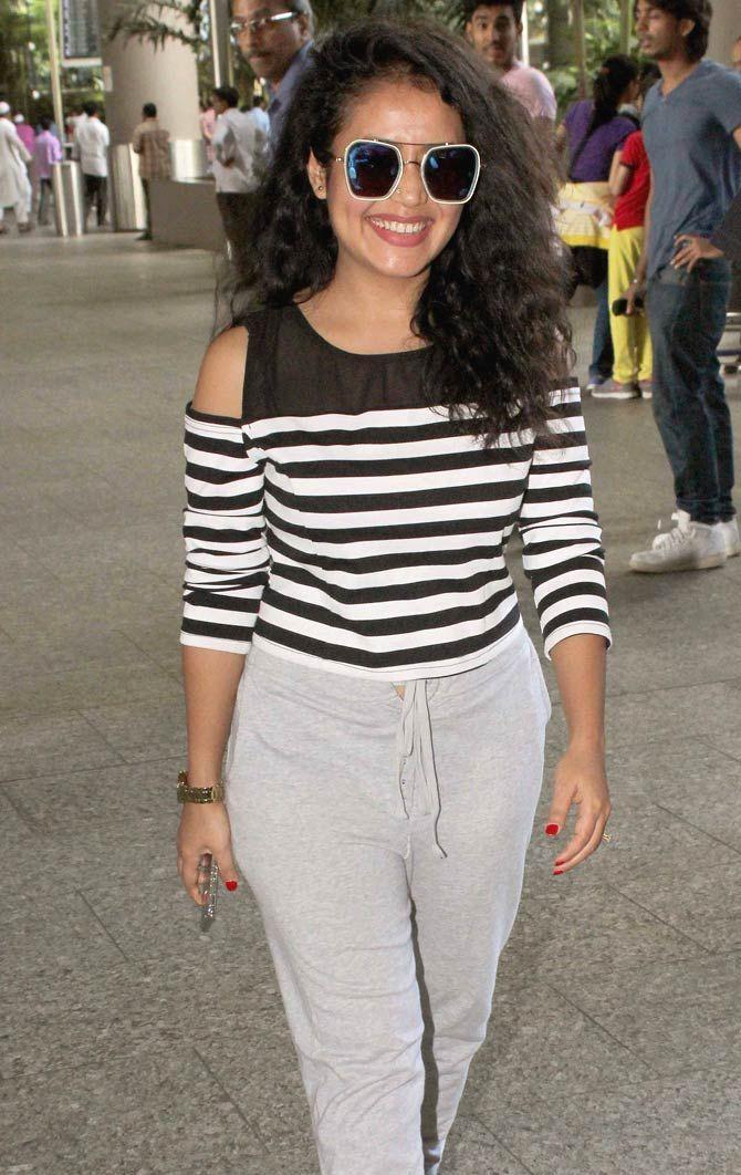 Neha Kakkar at the Mumbai airport. #Bollywood #Fashion #Style #Beauty #Hot #Sexy
