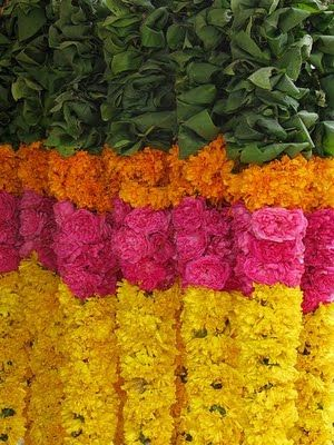 Marigold garland with mango leaves. Love anything India inspired.  www.sameepam.com