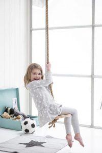 Détourner le tabouret IKEA frosta en pin et créer une balançoire corde pour la chambre des enfants