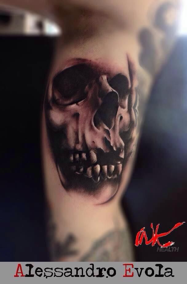 Buongiorno cari Fans!  Vi presento il nuovo ospite del Subliminal Tattoo Family: il suo nome e' Alessandro Evola, astro nascente del tatuaggio realistico Black and White in Italia. Lo troverete il 10 e 11 Luglio al Subliminal Tattoo. Per info e appuntamenti non esitate a contattarci. Vi aspetto!  Tatuaggi realistici http://www.subliminaltattoo.it/prodotto.aspx?pid=03-TATTOO&cid=18  #subliminaltattoofamily   #tattooartist   #alessandroevola   #tatuaggio   #tattoo   #realistictattoo…