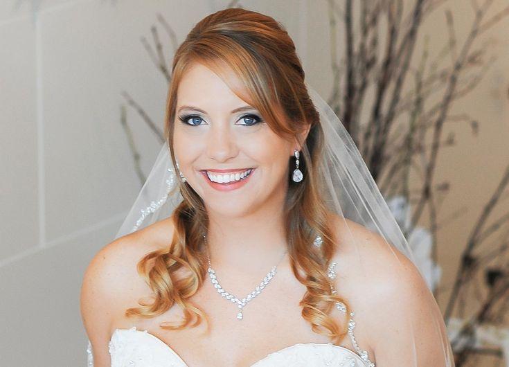 Egal, ob ihr eure Hochzeitsfrisur halb hochgesteckt, offen oder geflochten haben möchtet - hier haben wir viele schöne Beispiele für euch... | Tipps & Ideen