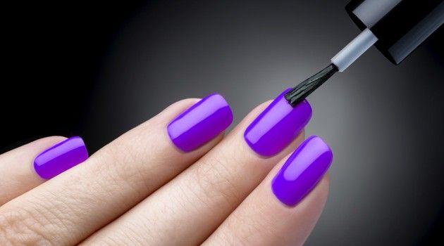 Descubra um truque bastante simples e barato que é capaz de evitar que o esmalte começa a descascar.