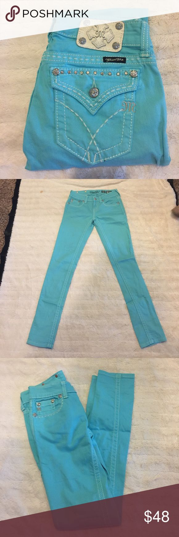 Miss Me Skinny Jeans🌟 Super cute Miss Me skinny jeans in perfect condition! No flaws I think my daughter wore them once!! The inseam is 31 thanks for looking 😊 Miss Me Jeans Skinny