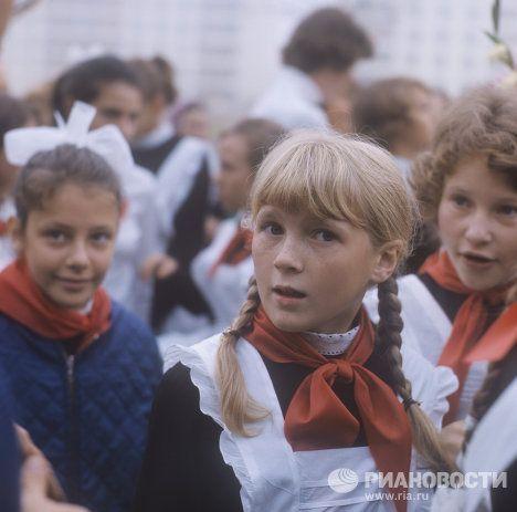 USSR, Soviet Schoolgirls